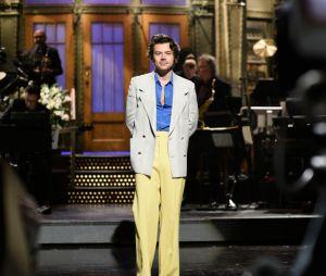 """Harry Styles canta nova versão de """"What Makes You Beautiful"""" em show"""