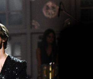 """O Harry Styles mostrou uma nova versão de """"What Makes You Beautiful"""" em show e deixou o público muito animado"""