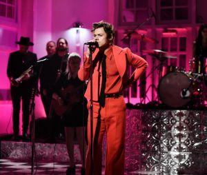 """Harry Styles canta nova versão de """"What Makes You Beautiful"""", um dos grandes sucessos do One Direcion"""