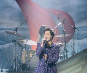Harry Styles mudou bastante o seu estilou desde que o One Direction anunciou uma pausa