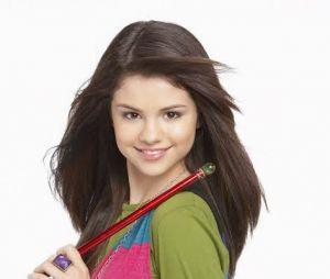 """Selena Gomez vivia Alex Russo, a protagonista de""""Os Feiticeiros de Waverly Place"""", e cantava a música de abertura da série"""