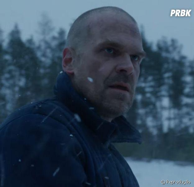 """Hopper (David Harbour) está vivo em """"Stranger Things"""" no primeiro teaser da 4ª temporada divulgado pela Netflix!"""