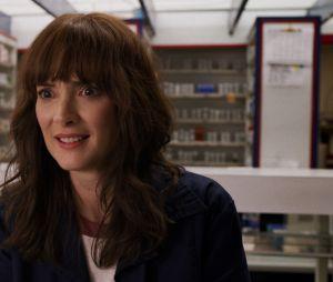 """Stranger Things"":Joyce (Winona Ryder) se mudou de Hawkins comEleven (Millie Bobby Brown), Will (Noah Schnapp)e Jonathan (Charlie Heaton) no final da 3ª temporada"