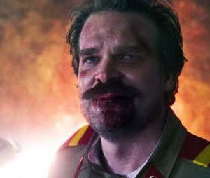 """""""Stranger Things"""":Hopper (David Harbour) tinha """"morrido"""" no final da 3ª temporada"""