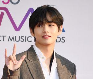 """V, do BTS, lança faixa solo para a trilha sonora do dorama """"Itaewon Class""""! Ouça """"Sweet Night"""""""