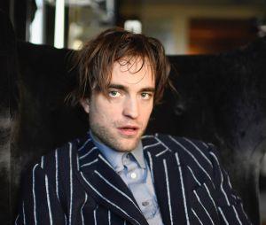 Robert Pattinson se auto-fotografa durante a quarentena e fãs se identificam