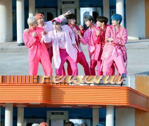 """BTS FESTA 2020: assista a apresentação do BTS no """"Dear Class 2020"""" no último domingo (7)"""