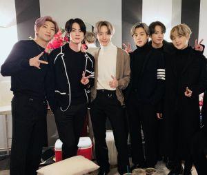 BTS marca presença em formatura online! Assista a apresentação do grupo