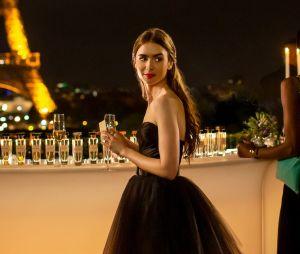 """Lucas Bravo sugere trisal em nova temporada de """"Emily em Paris"""""""