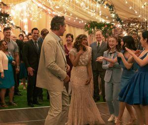 """""""Para Todos os Garotos: Agora e Para Sempre"""": o pai de Lara Jean (John Corbett) se casa!"""