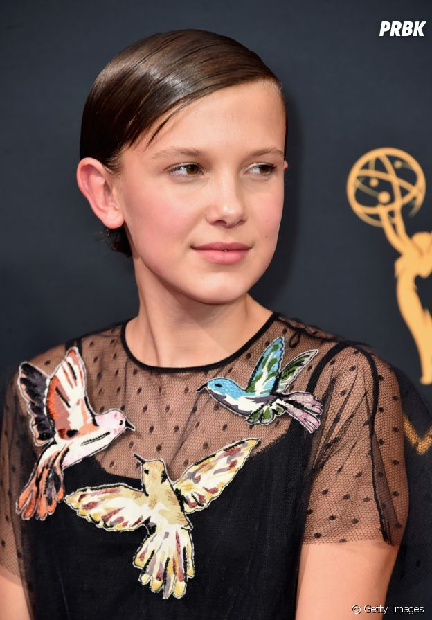 Millie Bobby Brown no Red Carpet do Emmy Awards 2016