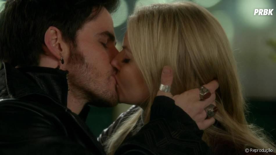 """Em """"Once Upon a Time"""", Emma (Jennifer Morrison) e Hook (Colin O'Donoghue) finalmente se declararam um para o outro com um beijo lindo!"""