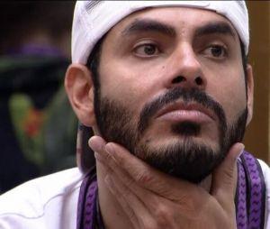 """""""BBB21"""": Tiago Leifert advertiu Rodolffo sobre caso de racismo e rebateu desculpas do cantor"""