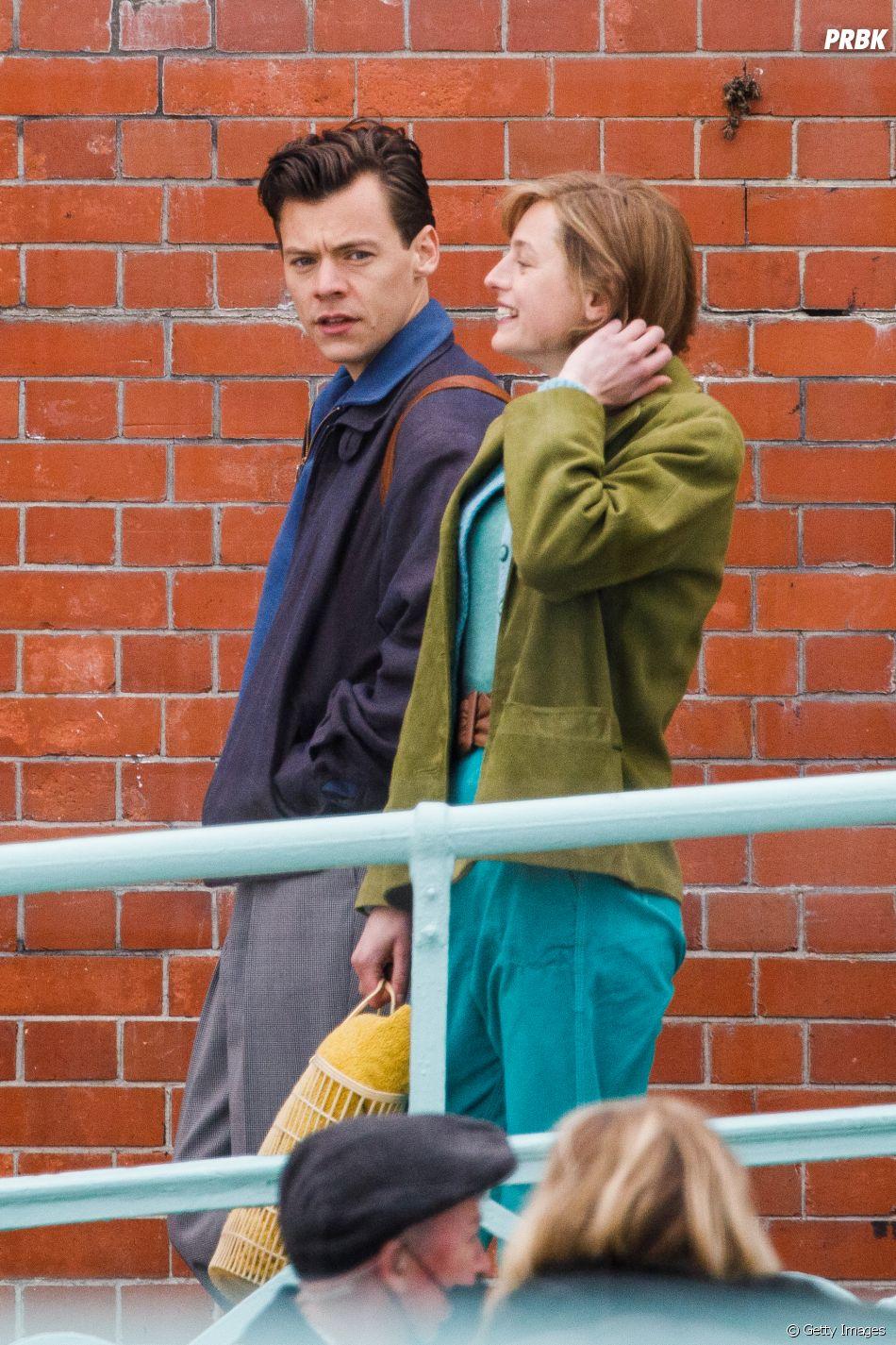 """Harry Styles se aproximou de Olivia Wilde nos bastidores do filme""""Don't Worry Darling"""", no qual ela dirige"""