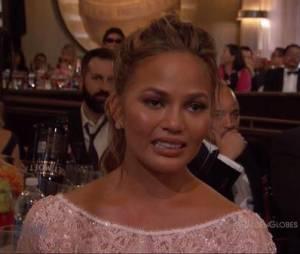 A cara de choro da esposa de John Legend quando o marido levou um prêmio no Globo de Ouro 2015 foi impagável: Viva Chrissy Teigen!