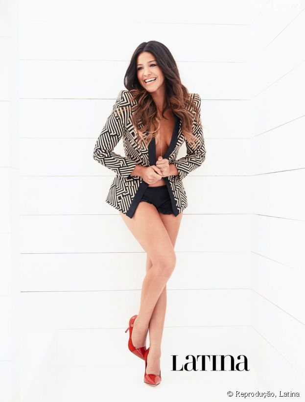 """Diretamente da série """"Jane The Virgin"""", Gina Rodriguez posa para a revista Latina"""