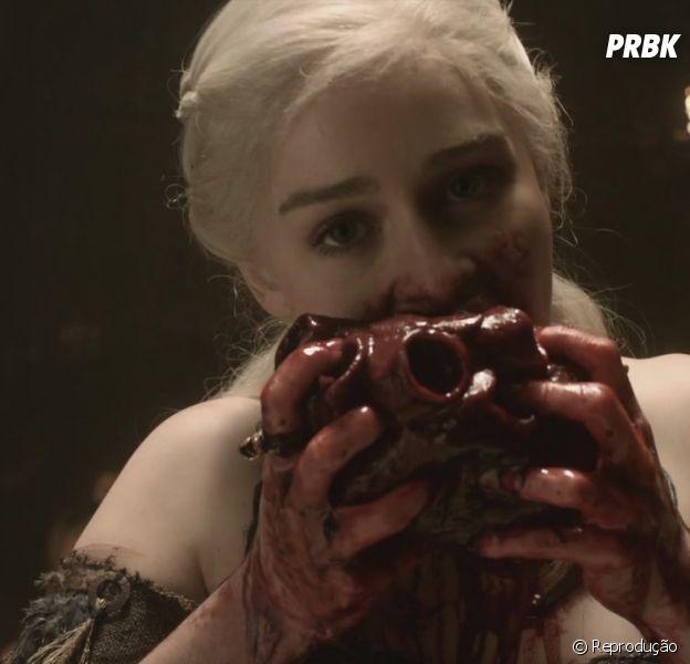 Khaleesi mostrou que não tem frescura com comida