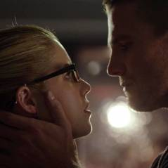 "Em ""Arrow"": Na 3ª temporada, o fim definitivo do romance de Oliver e Felicity!"