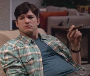 """Walden (Ashton Kutcher) questiona se a polícia pegou Charlie em """"Two and a Half Men"""""""