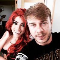 """Anitta aparece de cabelos vermelhos nos bastidores do clipe """"No Meu Talento""""!"""