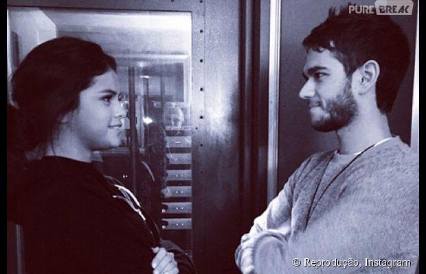 Selena Gomez e Zedd se encontraram pela primeira vez pois produtor precisava fazer xixi