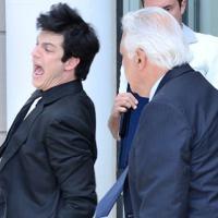 """Em """"Amor à Vida"""": Félix tomará surra de cinto e é expulso do hospital por César!"""