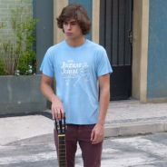 "Novela ""Malhação"": Pedro (Rafael Vitti) faz uma serenata para Karina (Isabella Santoni)!"