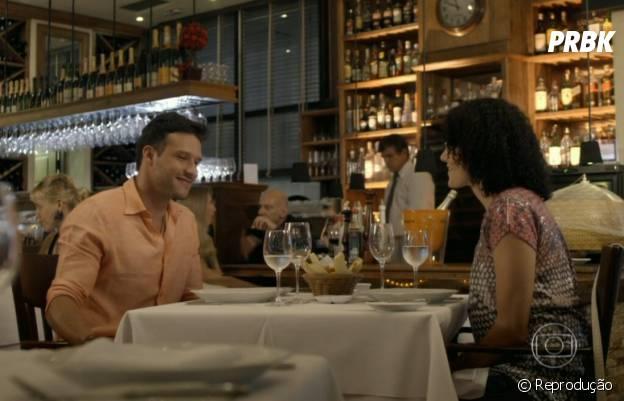 """Em """"Alto Astral"""", o primeiro encontro de Scarlett (Monica Iozzi) e Ricardo (Nando Rodrigues) foi lindo!"""