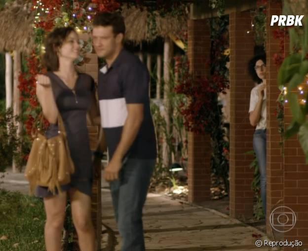 """Quem não achou fofo quando Scarlett (Monica Iozzi) ficou com ciúmes de Ricardo (Nando Rodrigues) com uma garota em """"Alto Astral""""?"""