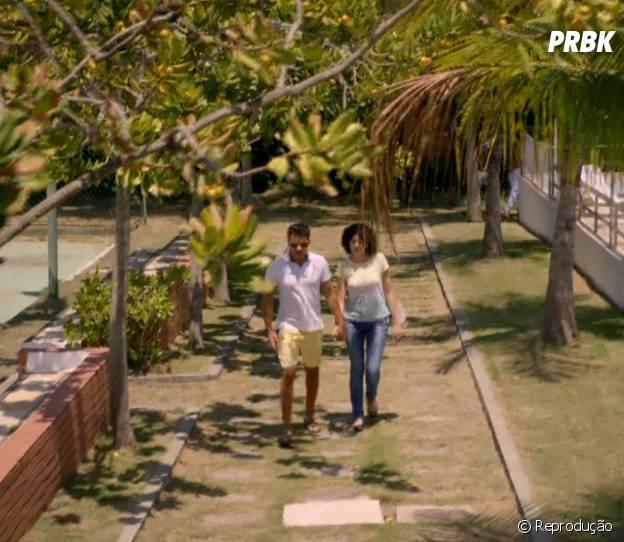 """A primeira vez que Scarlett (Monica Iozzi) e Ricardo (Nando Rodrigues) andaram de mãos dadas em públicos também foi marcante em """"Alto Astral"""""""