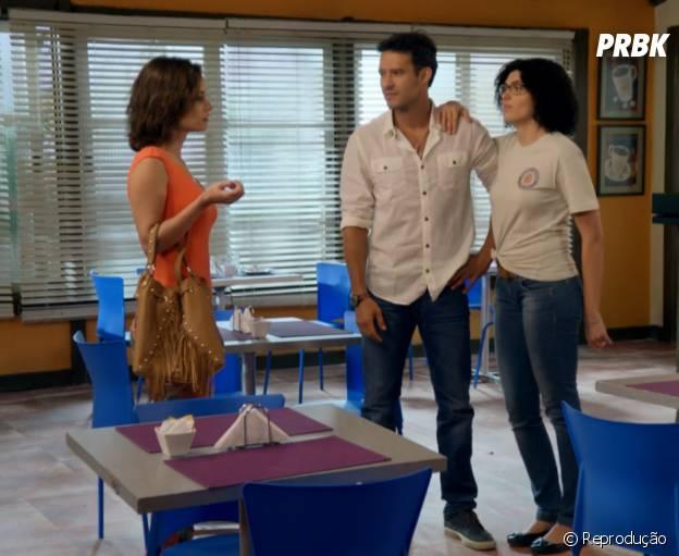 """Em """"Alto Astral"""", quando Ricardo (Nando Rodrigues) defendeu Scarlett (Monica Iozzi) e assumiu o romance dos dois"""