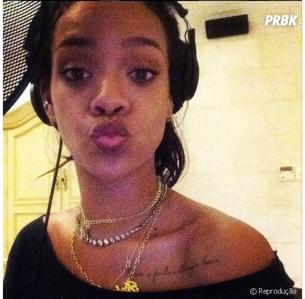 """Rihanna entrou em estúdio pro """"R8"""" no final de 2014"""