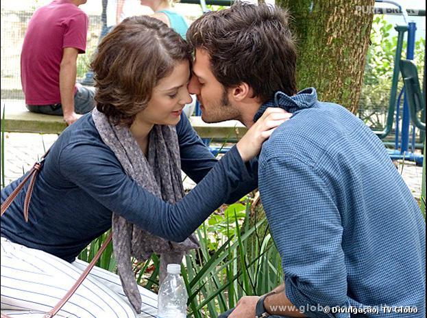 """Martin (Hugo Bonemer) e Micaela (Laís Pinho) vão se beijar em """"Malhação""""!"""