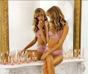 Em 2001, Gisele Bündchen assina seu primeiro contrato milionário para a marca Victoria's Secret, com o valor estimado de US$ 12 milhões
