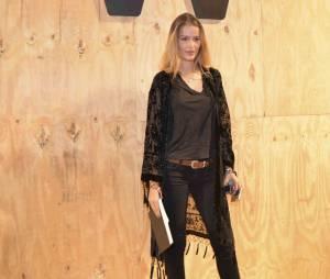 Yasmin Brunet diz se inspirar em Gisele Bündchen e prestigia último desfile da top
