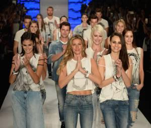 Gisele Bündchen leva plateia aos berros e lágrimas em seu último desfile como modelo, no SPFW, desfilando pela Colcci