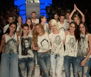 No SPFW, Gisele Bündchen posa com amigas modelos em seu último desfile como profissional
