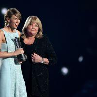Taylor Swift recebe prêmio especial de sua mãe durante o ACM Awards 2015 e se emociona!