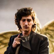 """Johnny Massaro, protagonista de """"Amorteamo"""", comenta papel na série da Globo: """"Herói amaldiçoado"""""""