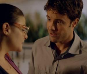 """Em """"Alto Astral"""", Israel (Kayky Brito) disse para Bia (Raquel Fabbri) que se apaixonou por ela"""