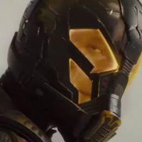 """De """"Homem-Formiga"""": vilão Jaqueta Amarela enfrenta super-herói da Marvel em novo clipe divulgado"""