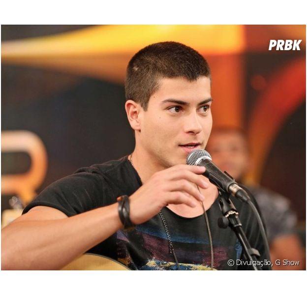 """Arthur Aguiar, de """"Malhação"""", participa do """"SuperStar"""" web e canta música nova ao vivo"""