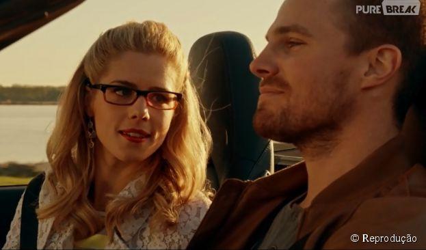 """Em """"Arrow"""", Felicity (Emily Bett Rickards) e Oliver (Stephen Amell) foram embora juntos"""