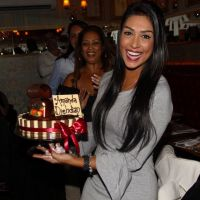"""Amanda Djehdian, do """"BBB15"""", comemora aniversário junto com Tamires, outros amigos e parentes!"""