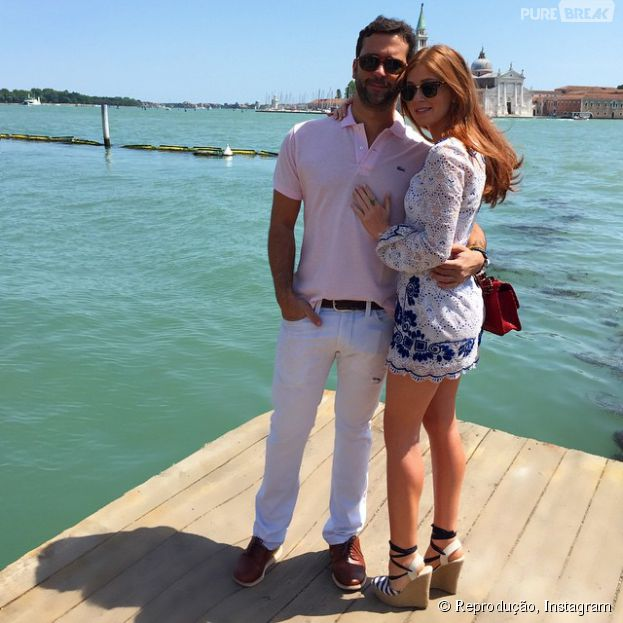 De férias em Veneza, na Itália, Marina Ruy Barbosa posa apaixonada com o namorado