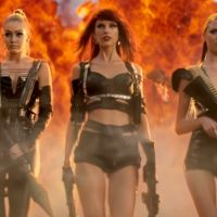 """Taylor Swift em """"Bad Blood"""": Cantora gasta R$40 mil reais em sex shop para figurinos do clipe"""