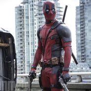 """Ryan Reynolds, de """"Deadpool"""", aparece segurando uma arma em nova foto divulgada"""
