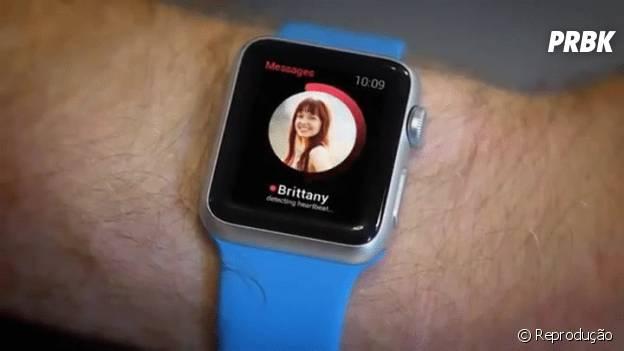 Esta nova versão está sendo desenvolvida para o relógio da Apple. O device consegue calcurar se seu coração bate mais rápido ou devagar por alguém.