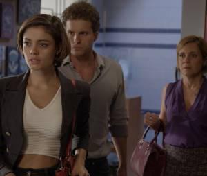 """Em """"Babilônia"""", Alice (Sophie Charlotte), Vinícius (Thiago Fragoso) e Inês (Adriana Esteves) são pegos de surpresa no apartamento deMurilo (Bruno Gagliasso)"""