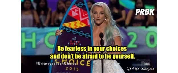 "Britney Spears leva prêmio de ""Ícone da Moda"""